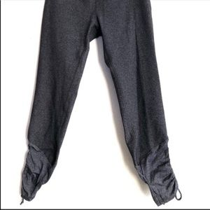 Beyond Yoga gray crop pants Ruched leg Small